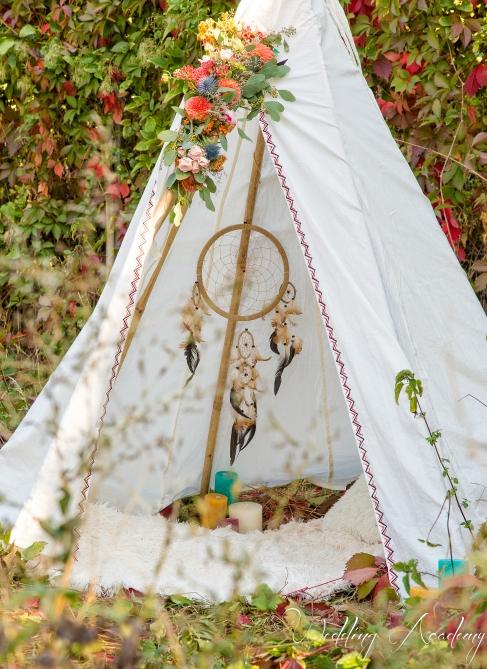 attrape rêve, tipi, fleurs, arche, décor, backdrop , indien, désert, réserve, mariage atypique - love and do mariage