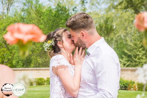 backdrop fleurs cascade amour bisous photo mariage - love and do mariage