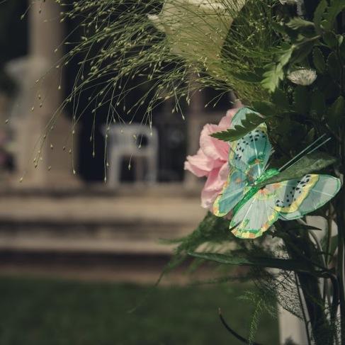 Mariage papillons détail bouquet cérémonie laïque -love and do mariage