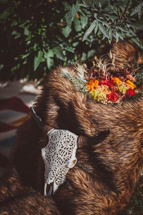 mariage tribal crane fourrure fleurs -love and do mariage