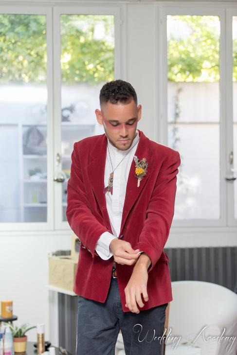 preparation marié, veste rouge, velour, mariage à thème; être soi même, convivialité - love and do mariage
