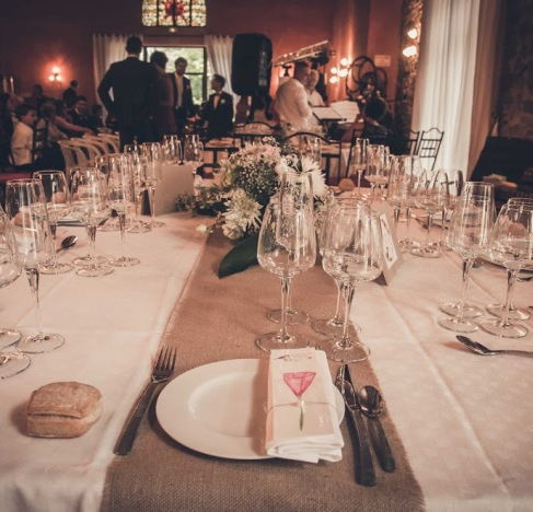 table d'honneur, table rectangulaire, mariage champpêtre chic, toile de jute, cadeau d'invité, wedding favor, marque page, aquarelle -love and do mariage