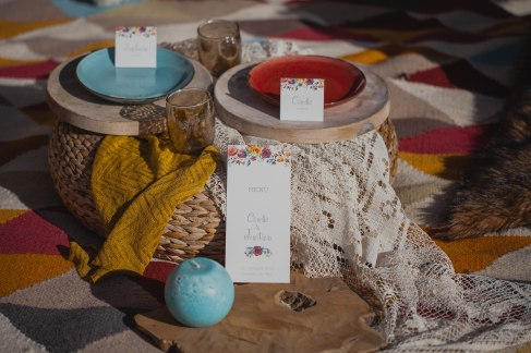 table hippie chic colorée papetterie dentelle rotin nature -love and do mariage